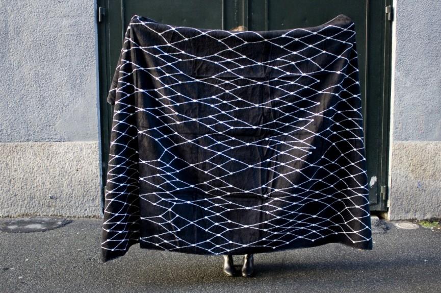 plad grid svartsida 1200x797
