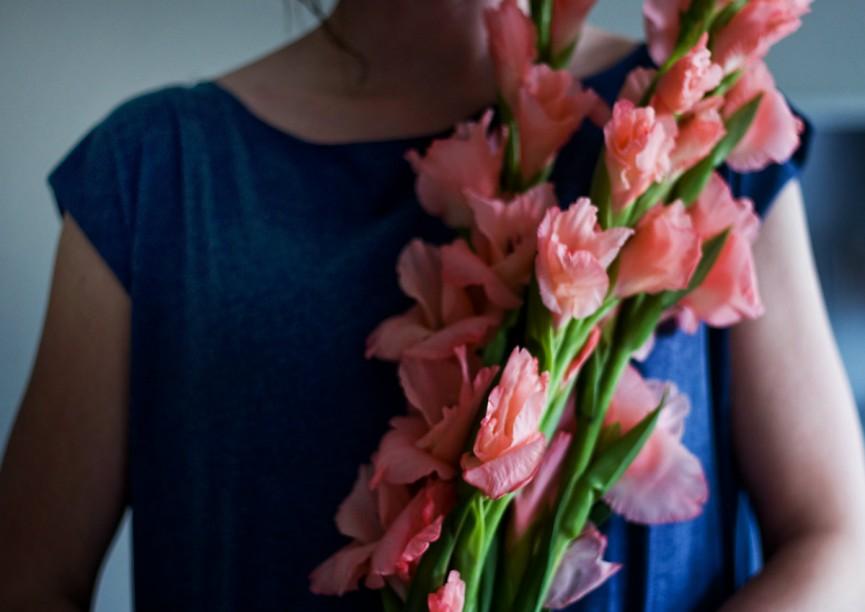 blomster i vardagsrummet