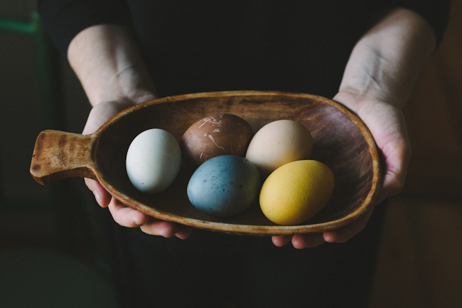 Natural dyed Easter eggs by Babes in Boyland