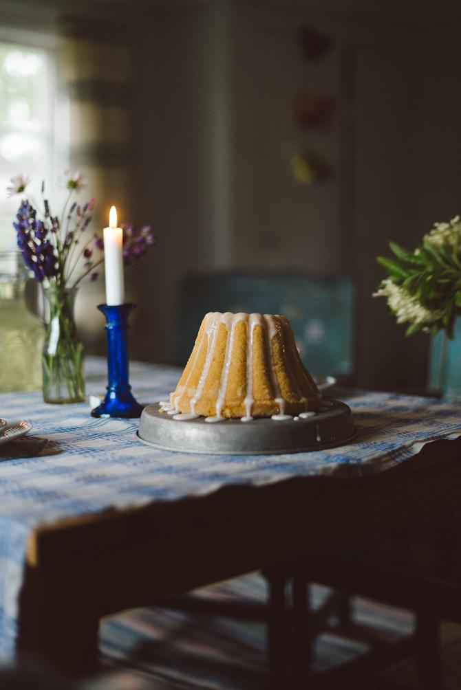 Sponge cake with elderflower glaze by Babes in Boyland