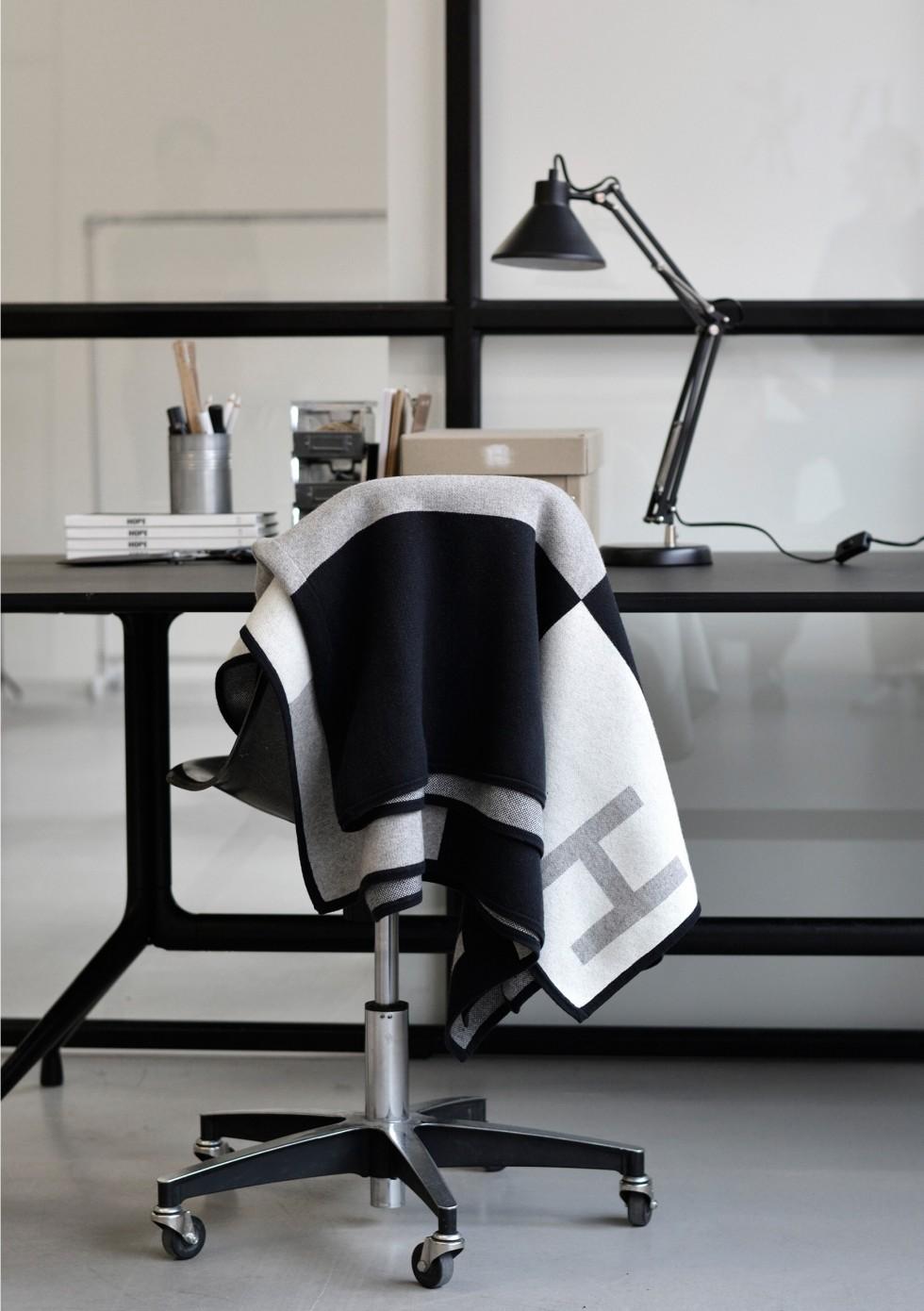 hope-blanket-scarf-grey-pattern-detail-1-53802789985