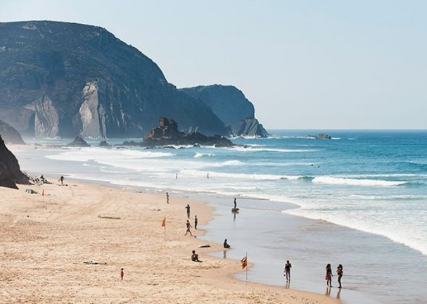 Portugal, Algarve, Sagres, People enjoying on beach