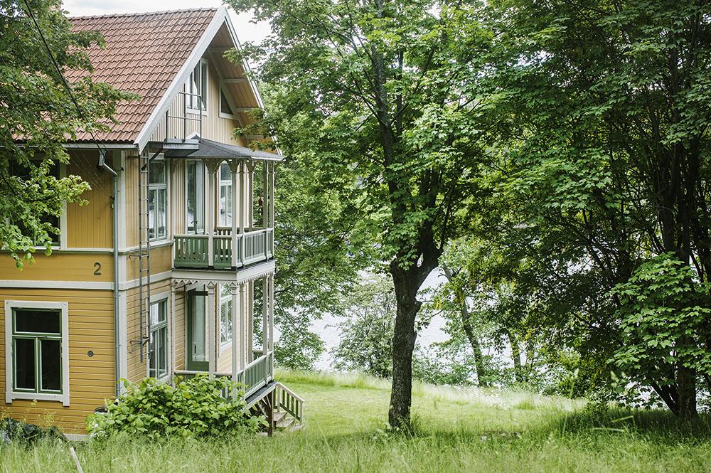 Fotograf: Lina Östling +46 70 405 42 07 mail@linaostling.se www.linaostling.se Stylist: Mari Strenghielm Nord Hemma hos Eols udde, Eolsudde-vår02