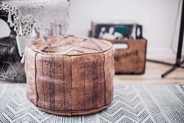 Vintage Leather pouf © Anna  Malmberg
