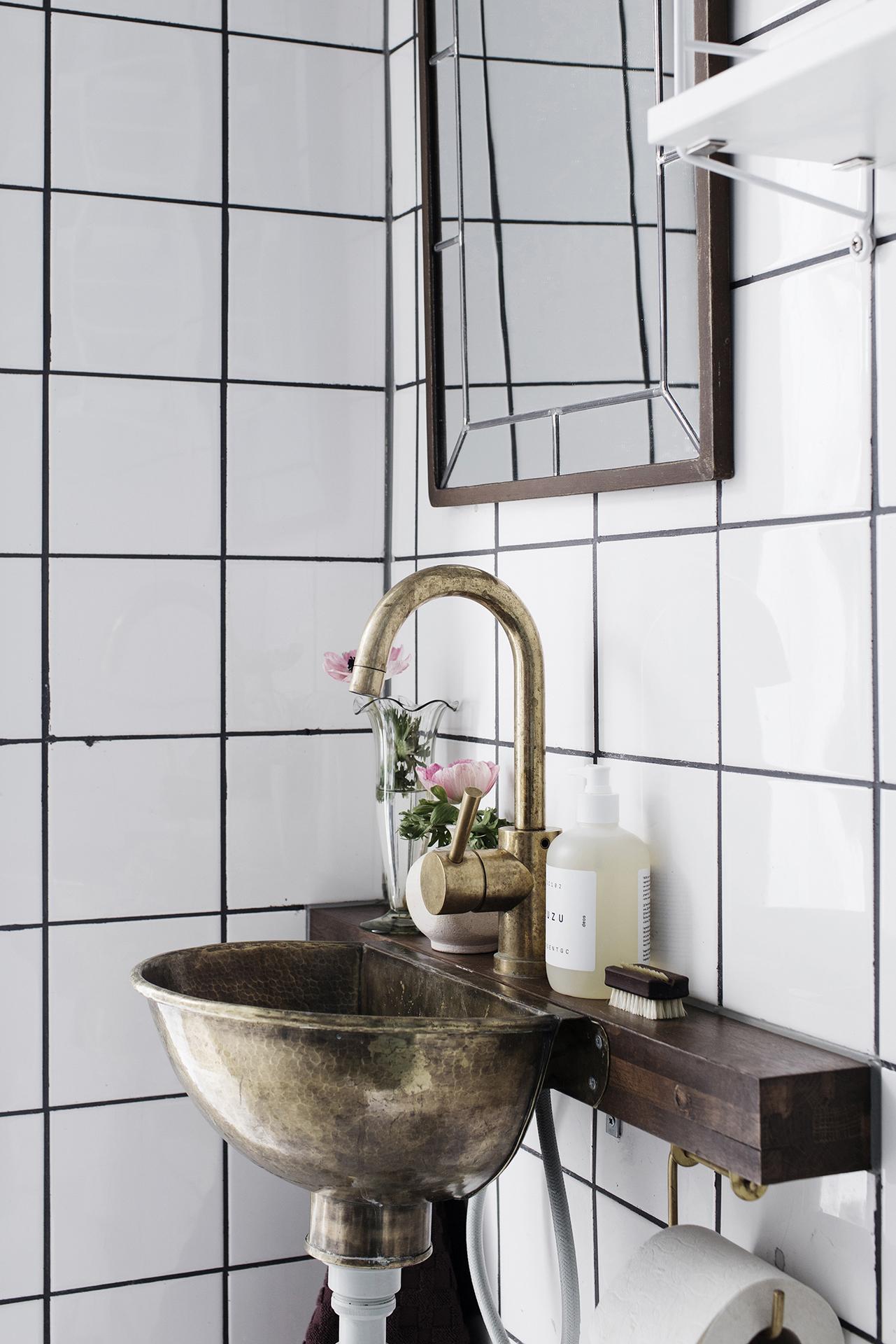 bathroom vintage