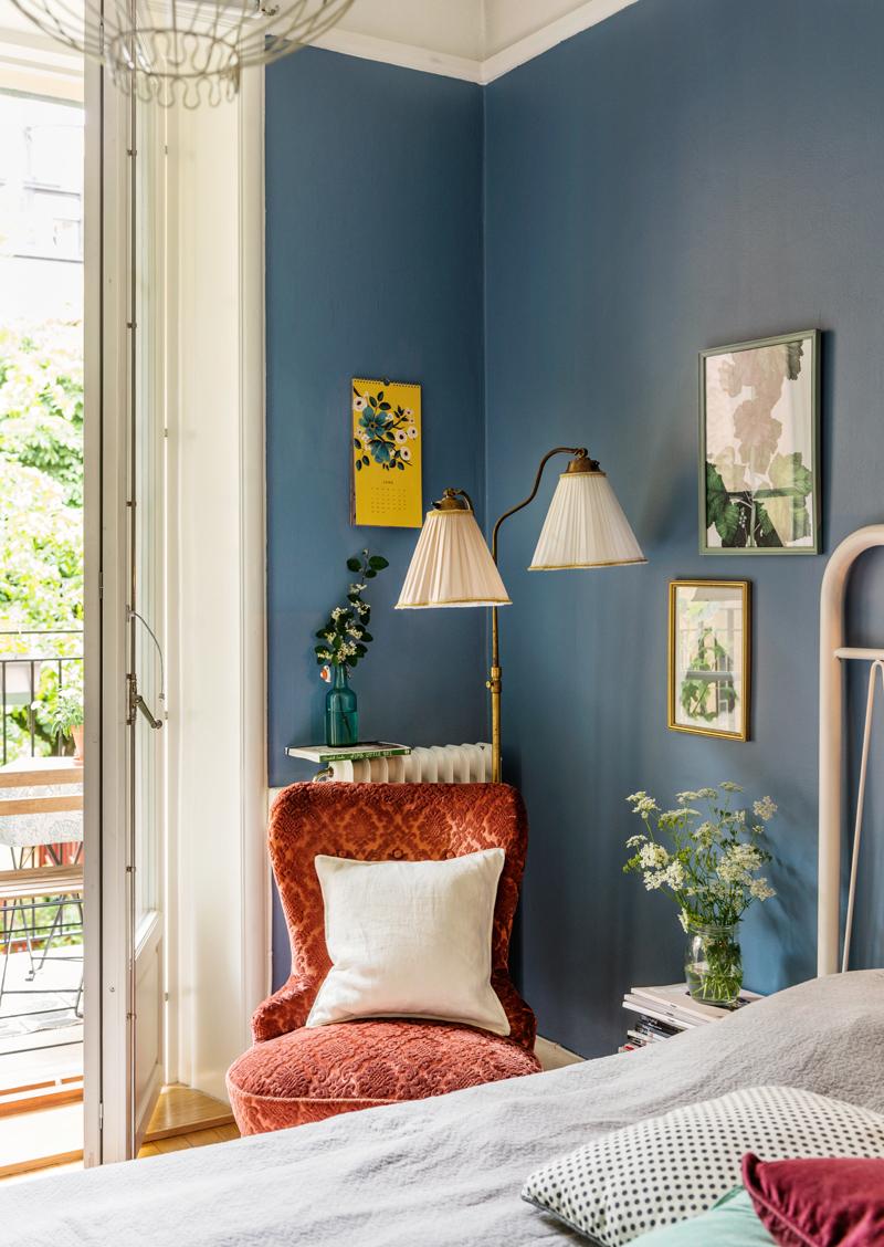 Inredning inspiration inredning sovrum : Blå väggar i vårt sovrum - Volang - Volang